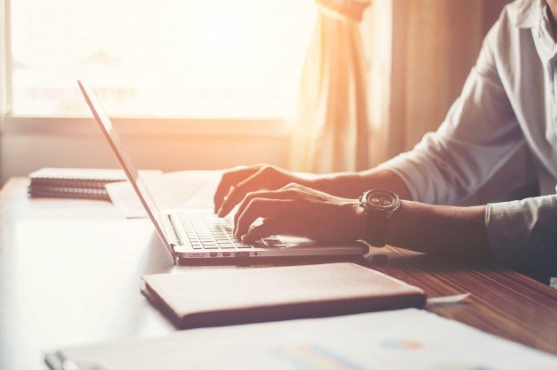 Aprenda como montar um home office no seu apartamento